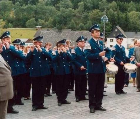 Neue Uniformen beim Goldenen Priesterjubiläum won Otto Peis 1989