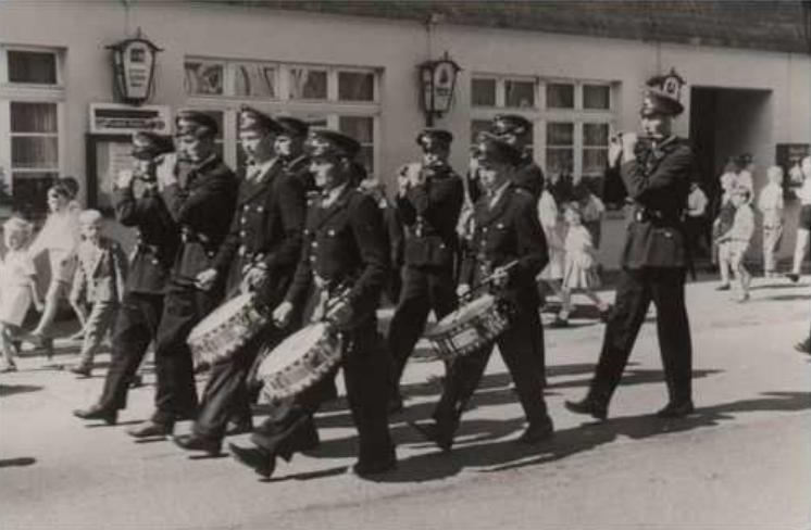 Schützenfestumzug Ende der Fünfziger Jahre vor Peters