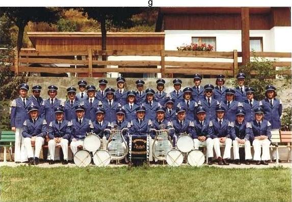 Der Spielmannszug 1976 mit neuen Uniformen