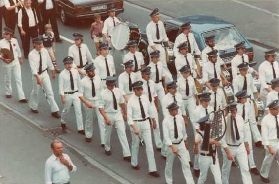 Der Spielmannszug 1982 beim Schützenfest in Züschen
